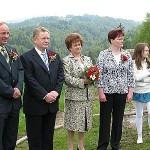 Zlatoporočenca s sinom in njegovo družino