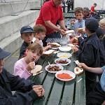 Pionirji z mentorjem na zasluženem obedu - Tirna, 2011